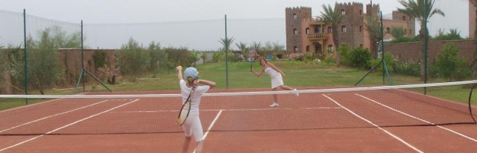 Unser neuer Tennisplatz (Tennisschläger sind für unsereGäste vorhanden)